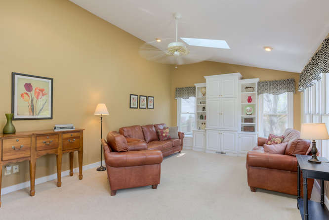 Slideshow image of 4012 College Valley Court