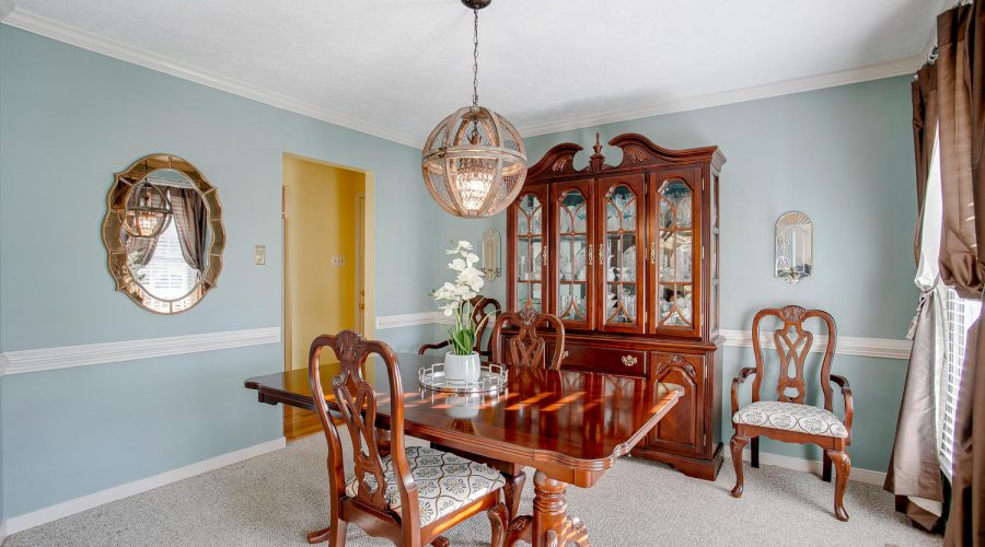 Slideshow image of 6631 White Oak Court